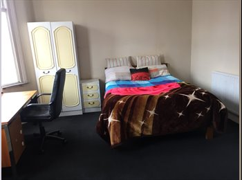 EasyRoommate UK - Big Double Room 5 min from Turnpike Lane Tube Station + All Bills Included + Free WiFi, Turnpike Lane - £580 pcm