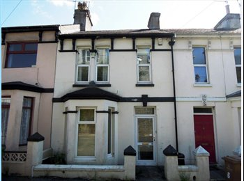 EasyRoommate UK - Double room available to rent in Mutley, Mannamead - £360 pcm