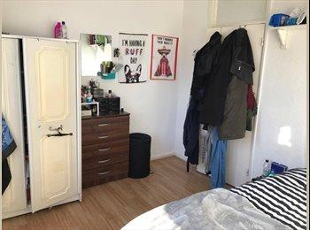 EasyRoommate UK - Spacious Double Room Available IMMEDIATELY!, Gospel Oak - £700 pcm