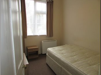 EasyRoommate UK - Room in Cosy Bungalow, Rugby - £500 pcm