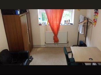 EasyRoommate UK - Big double room with PERSONAL LOCK furnished near the Salford University, Salford - £365 pcm
