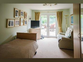 EasyRoommate UK - Double en-suite furnished garden bed/sitting room, Irvine - £380 pcm