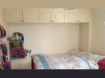 EasyRoommate UK - Great Spacious Double Room Storage Recent Refurb, Bath - £345 pcm