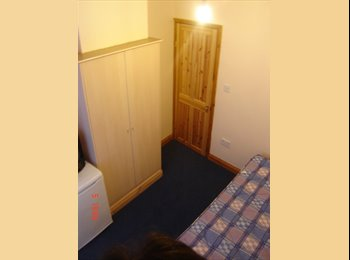 EasyRoommate UK - Double Room Seven Sisters, South Tottenham - £530 pcm