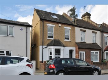 EasyRoommate UK - NEW!! REFURBISHED SELF CONTAINED DOUBLE ROOMS! NO FEES!!, Plumstead - £725 pcm