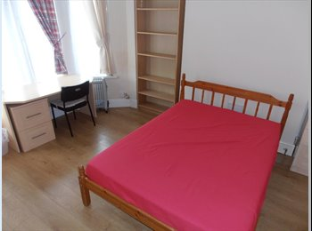 EasyRoommate UK - Large double room, Maindy - £300 pcm