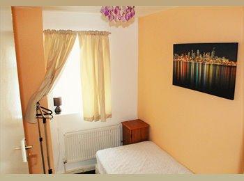 EasyRoommate UK - Single room to rent , Aylestone Park - £260 pcm