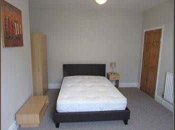EasyRoommate UK - Large Double Room Close to Train Station, Rugby - £399 pcm