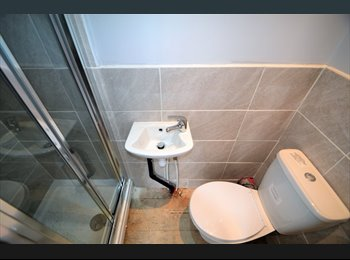 EasyRoommate UK - FOUR EN-SUITE ROOMS IN BRAND NEW PROPERTY, Salford - £400 pcm