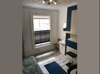 EasyRoommate UK - Arty double room in Georgian property all included, just move in, Southampton - £500 pcm