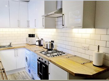 EasyRoommate UK - Great Location - Student House Ecclesall Road, Sharrow - £400 pcm