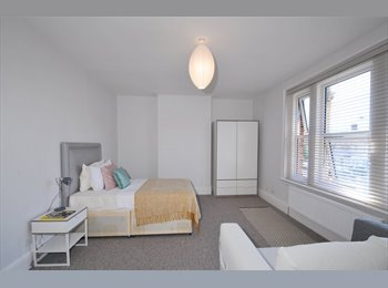 EasyRoommate UK - LUXURY DOUBLE ROOMS TO RENT IN SIDCUP!!, Longlands - £750 pcm