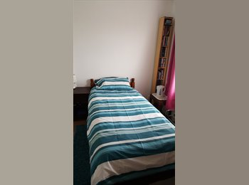 EasyRoommate UK - cosy single room, Stoke - £400 pcm