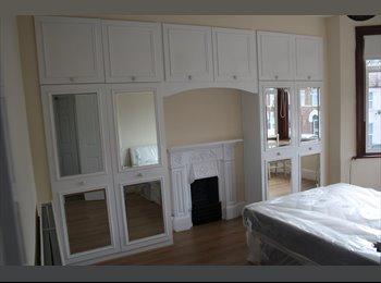 EasyRoommate UK - Spacious rooms in a spacious house, Seven Kings - £600 pcm