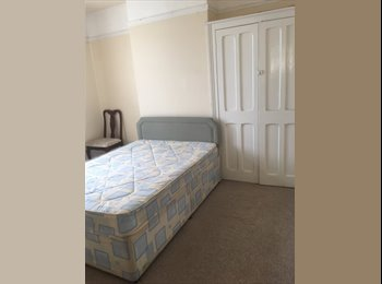 EasyRoommate UK - Double Room available , Speedwell - £380 pcm