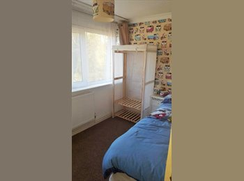 EasyRoommate UK - Modern Airy Room newly decorated, Whitley - £350 pcm