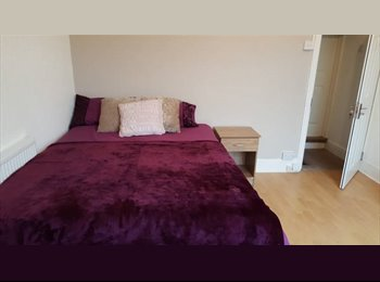 EasyRoommate UK - 3 Double Rooms, ALL Bills, Wifi & Cleaner Inc., Gib Heath - £400 pcm