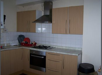 EasyRoommate UK - Large Double Rooms near Victoria Park, Stoneygate - £390 pcm