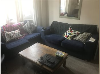 EasyRoommate UK - Double room in houseshare, close to town and beach and station , Worthing - £275 pcm