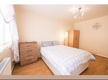 EasyRoommate UK - *BEAUTIFUL DOUBLE ROOM WITH BALCONY IN KING'S CROSS, ALL BILLS INCLUDED*, Barnsbury - £1,000 pcm