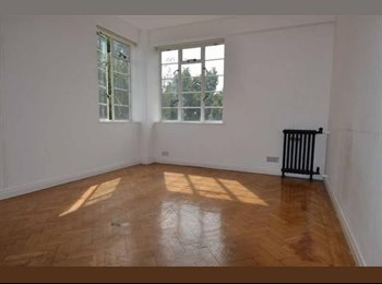 EasyRoommate UK - Spacious Double Room 2 mins from The Heath (Parliament Hill Fields), Dartmouth Park - £900 pcm