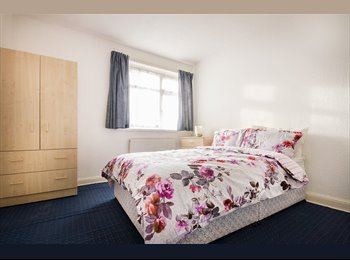 EasyRoommate UK - *GREAT COUPLE ROOM IN AMAZING LOCATION, LESS THAN 20 MIN. TO OXFORD CIRCUS*, Park Royal - £900 pcm