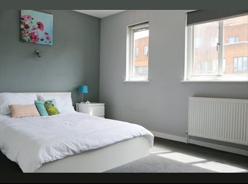 EasyRoommate UK - *BEAUTIFUL DOUBLE ROOM IN THE BEST LOCATION, ALL BILLS INCLUDED*, Chelsea - £1,000 pcm