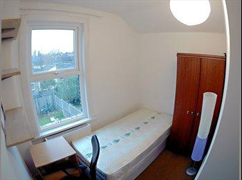 EasyRoommate UK - Single room next to Leyton tube station , Leyton - £520 pcm