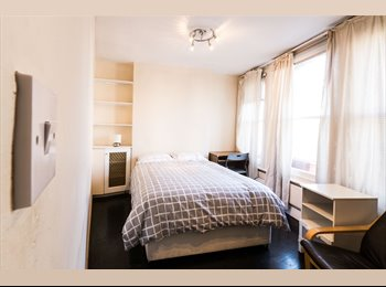 EasyRoommate UK - *HUGE DOUBLE ROOM IN MAYFAIR, 3 MINUTES TO GREEN PARK, ALL BILLS INCLUDED*, Mayfair - £1,120 pcm