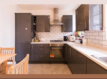 EasyRoommate UK - *AMAZING DOUBLE ROOM IN ZONE 1, EDGWARE ROAD, ALL BILLS INCLUDED*, Lisson Grove - £740 pcm
