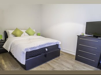 EasyRoommate UK - Fabulous Double Room with Private Balcony and River Views in Greenwich - All Bills Included , Cubitt Town - £996 pcm