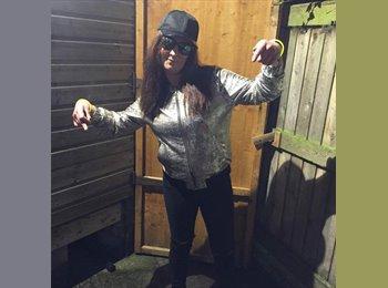 EasyRoommate UK - Lucy - 31 - Wirral