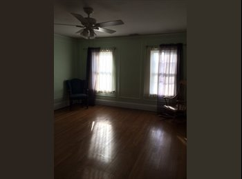 EasyRoommate US - Vintage master suite with private bath , Royal Oak - $800 pm