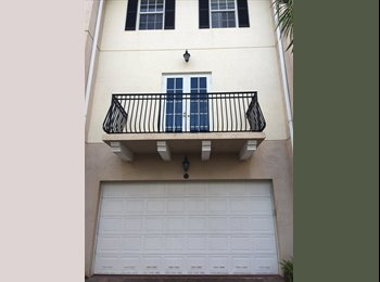 EasyRoommate US - Emmaculate, modern townhouse with 2 rooms for rent with private bathroom., Palm Beach - $650 pm
