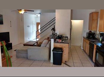 EasyRoommate US - Awesome Bedroom in Beautiful Zilker Houseshare, Zilker - $785 pm