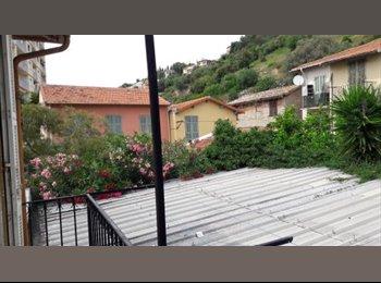 Appartager FR - Beau F2 bas Bd de la Madeleine, très calme, vue colline et verdure, Nice - 600 € /Mois
