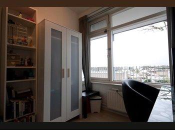EasyKamer NL - Room 11 m² in 5-room apartment Statenlaan Tilburg, 1,5 month possible, Tilburg - € 275 p.m.
