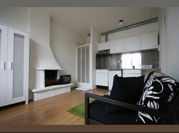 EasyKamer NL - semi-studio available with balcony, Den Haag - € 650 p.m.