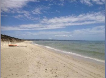 EasyRoommate AU - Fabulous room for rent in a seaside home!, Baxter - $250 pw
