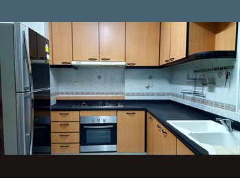 EasyRoommate SG - Hillview Green Condo - Common Room (Queen bed) for extraordinarily cheap! International environment!, Bukit Batok - $700 pm