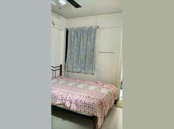 EasyRoommate SG - Master room -Mins walk to YISHUN MRT, Yishun - $800 pm