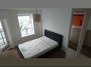 EasyRoommate UK - Large en suite-next to DLR-bills&cleaner included, Cubitt Town - £850 pcm