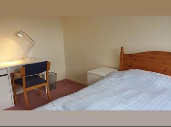 EasyRoommate UK - Double sunny room in semi-rural location, Aldershot - £550 pcm
