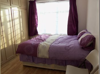 EasyRoommate UK - Immaculate large double room, 4 minutes from Hounslow East Underground station £140 a week included, Lampton - £600 pcm