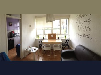 EasyRoommate UK - MASSIVE ROOM!FLAT W/LIVING ROOM!SMALL PET WELCOME!, Stepney - £760 pcm