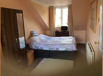 EasyRoommate UK - Double room with seating area, Middleton - £400 pcm