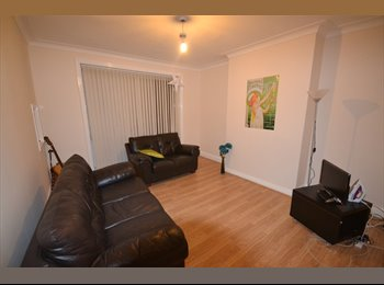 EasyRoommate UK - Large Double Room Available - Headingley, Headingley - £450 pcm