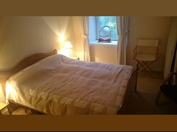 EasyRoommate UK - Double Bedroom to rent in pleasant cottage, Gorgie - £400 pcm