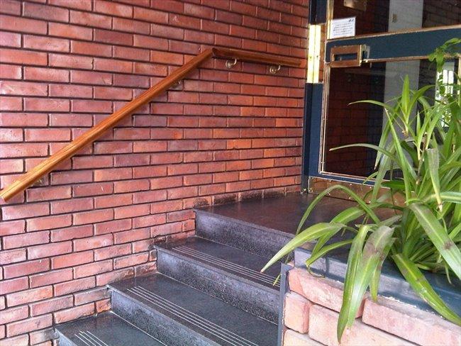 Habitacion en alquiler en Buenos Aires - Ofrezco gran habitación individual y amplio jardín | CompartoDepto - Image 4