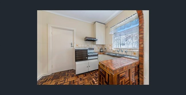 Room to rent in Lynton - student house next to repat - Image 5